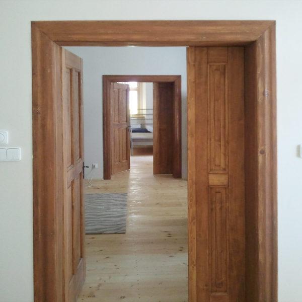 MESI truhláři Trutnov - dřevěné dvoukřídlé dveře