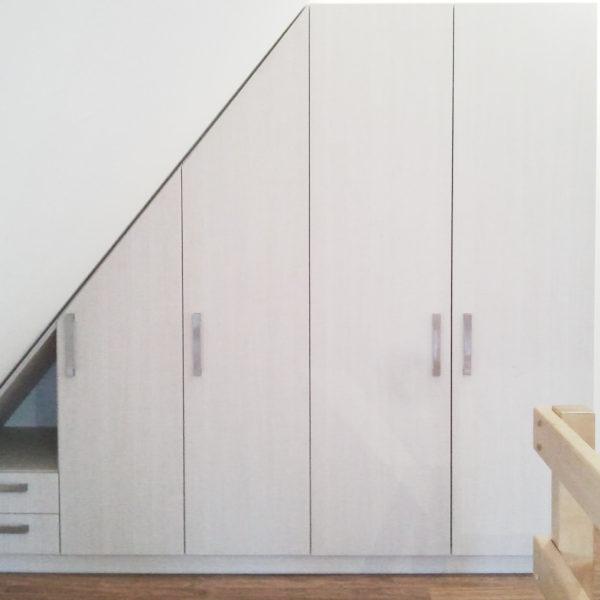 MESI truhláři Trutnov - vestavěná skříň v podkroví