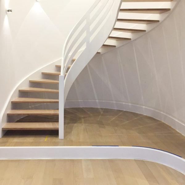 MESI truhláři Trutnov - točité schodiště z masívu, ohýbané dřevo